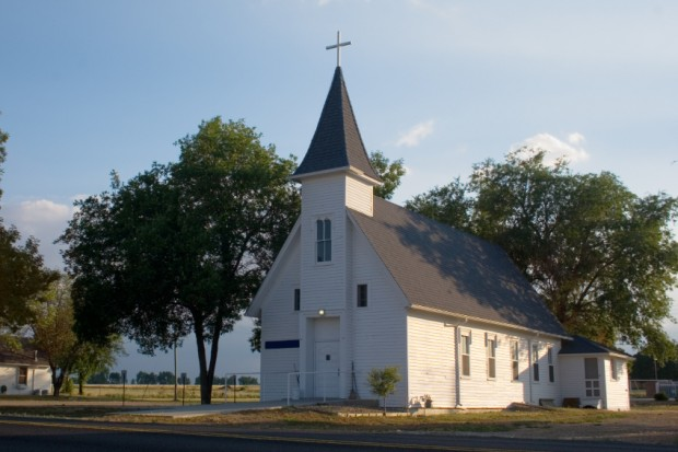 What is the average church size in America?