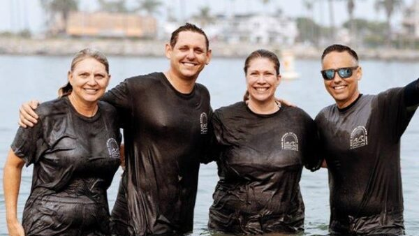 1,000 Baptized in CALIFORNIA Beach Revival
