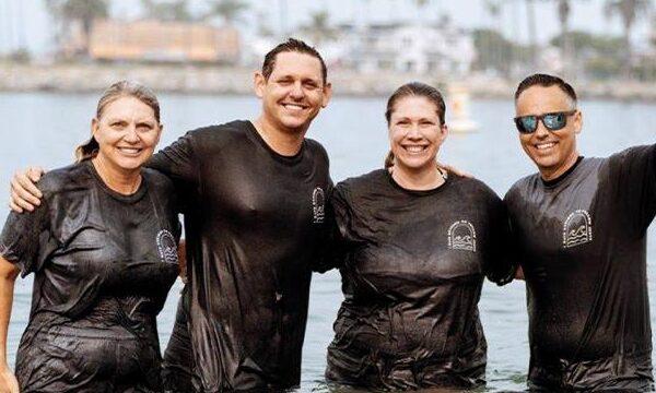 1,000 Baptized in CALIFORNIA Beach Revival