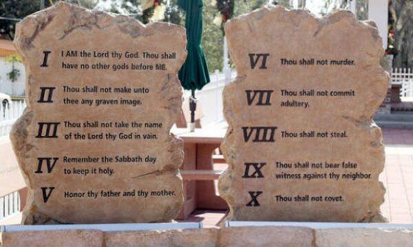 Close of the 10 Commandments
